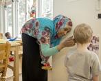 förskolan Näverstugan i Katrineholm, reportage om kulturtolk, journalist Per Bengtsson